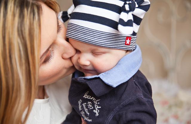 faire accepter le biberon à son bébé allaité  : astuce n°3